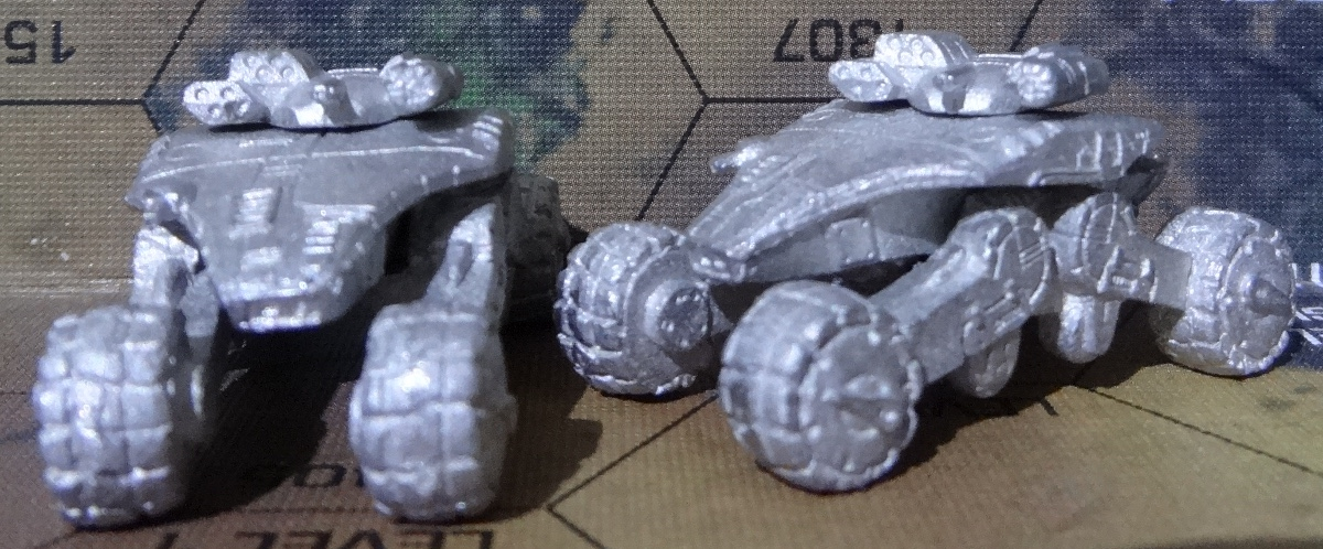 Der Chalchiuhtotolin Support Tank von vorne und vorne links – anklicken für ein größeres Bild